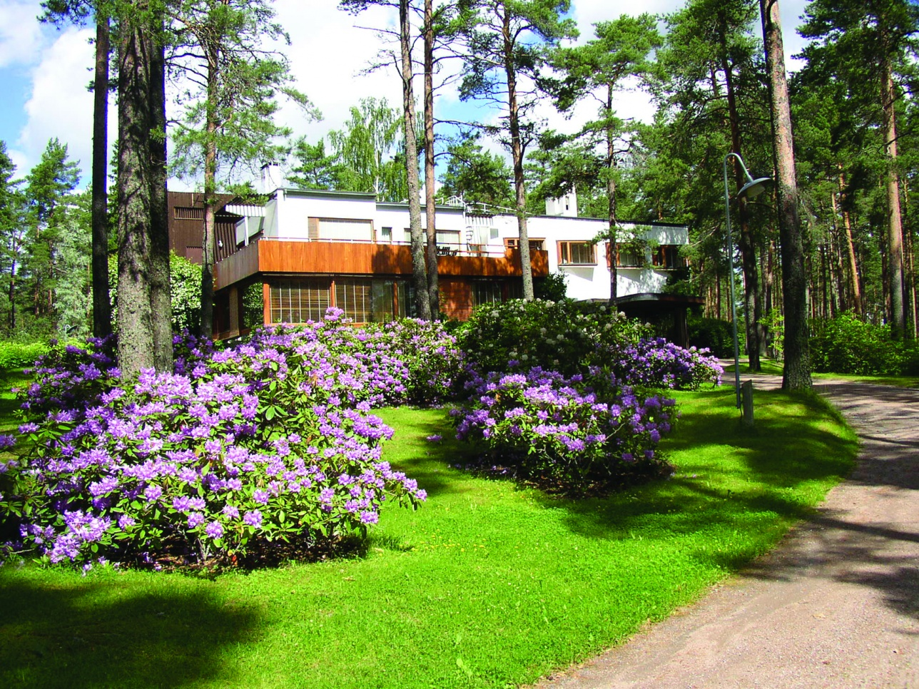 Villa Mairea, a jewel of modernism, is a must for admirers of modern architecture and Alvar Aalto's works.